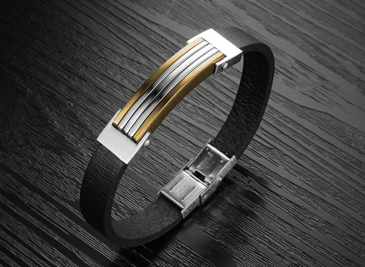 Bracelet en cuir noir avec plaque en acier inoxydable et bandes plaquées or