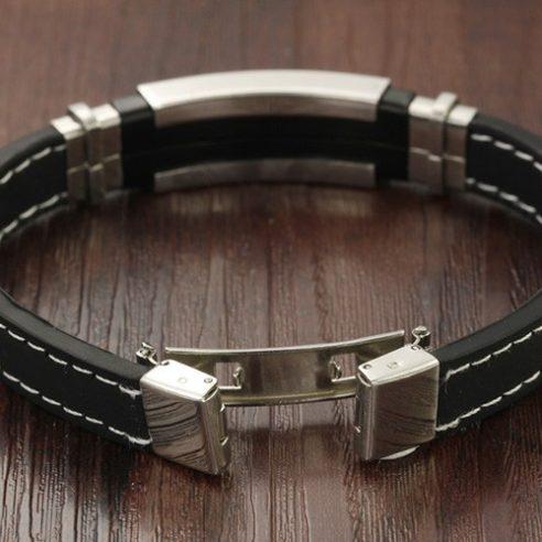 Bracelet en silicone noir et plaque en acier inoxydable argent et noir