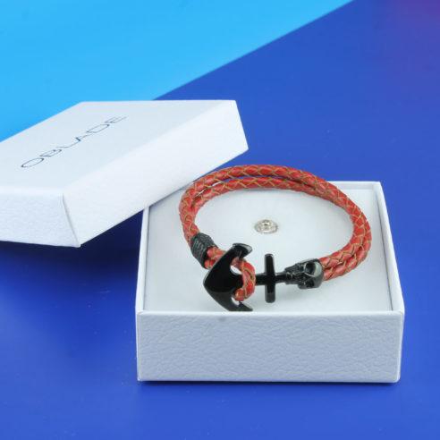 bracelet en cuir rouge tressé et d'un élégant fermoir en forme d'ancre avec une tête de mort en acier inoxydable noir.