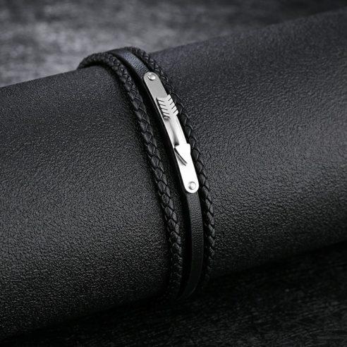 Bracelet pour homme en cuir noir et plaque en acier inoxydable avec une flèche