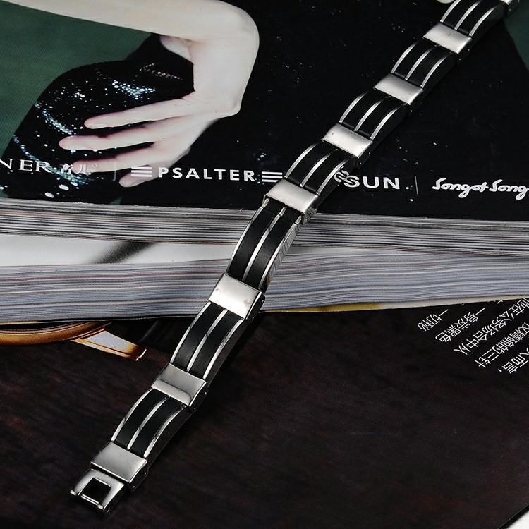 Bracelet en acier inoxydable avec deux rangées de silicone
