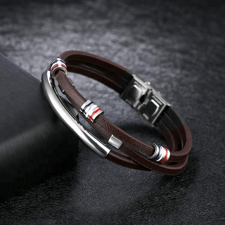 Bracelet en cuir synthétique marron et pièces en acier inoxydable ornées de bandes bleu blanc rouge