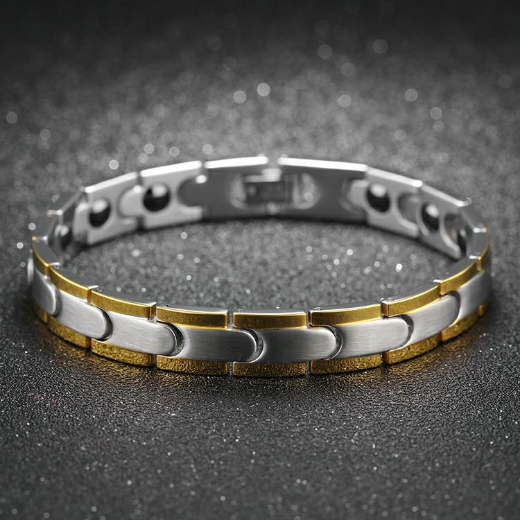 Bracelet en acier inoxydable avec bordure dorées