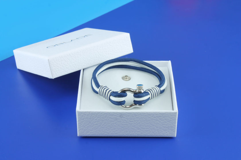 Bracelet en nylon bleu et blanc avec manille en acier inoxydable