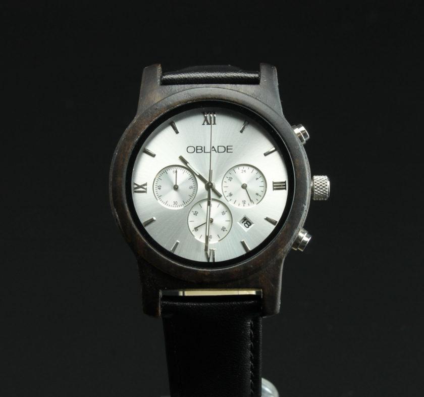 Montre en bois chronographe avec cadran couleur argent
