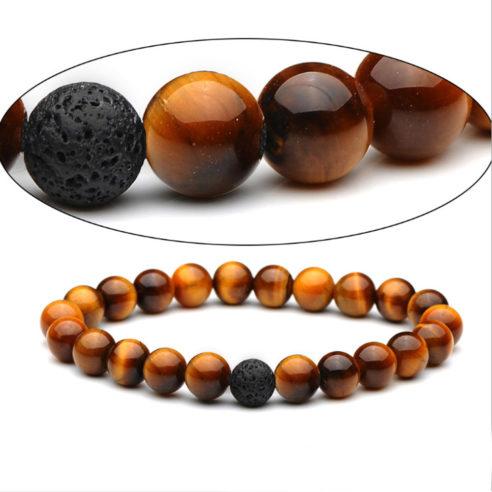 Bracelet pour homme composé de perles œil de tigre et d'une perle de pierre de lave.