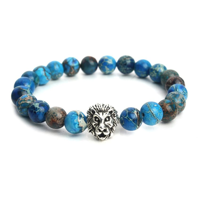 Bracelet pour homme composé d'une élégante tête de lion de couleur argent et de perles de jaspe impérial.