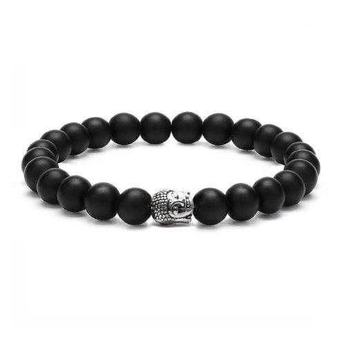 Bracelet pour homme orné d'une tête de bouddha argentée et de perles d'agate noire.