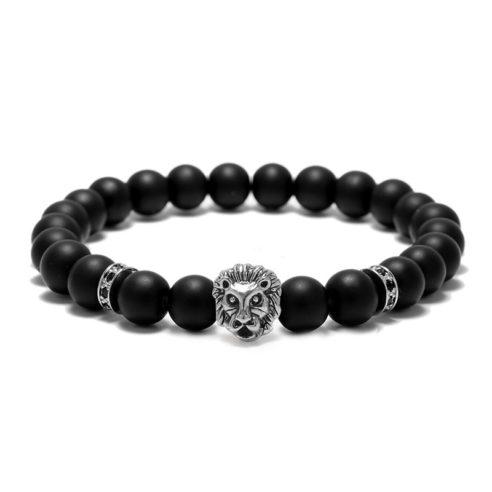 Bracelet pour homme composé d'une élégante tête de lion de couleur argent et de perles d'agate mate.