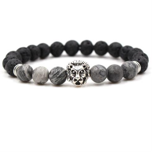 Bracelet pour homme composé d'une élégante tête de lion couleur argent, de perles de pierre de lave et de perles de jaspe.