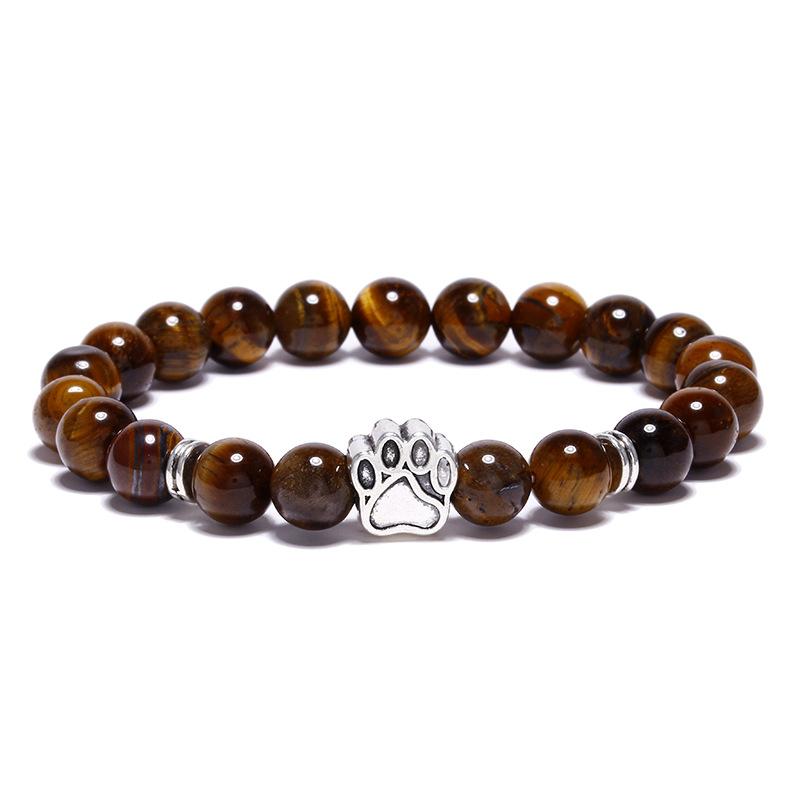 Bracelet pour homme orné d'une élégante patte de chien de couleur argent et de perles œil de tigre.