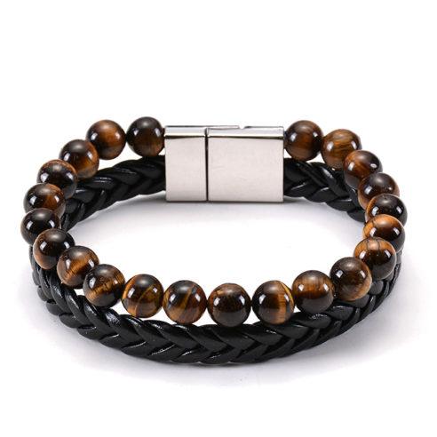 Bracelet pour homme composé d'une lanière en cuir noir tressé et d'un anneau de perles œil de tigre.