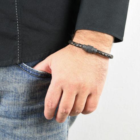 Bracelet pour homme en cuir tressé marron et noir.