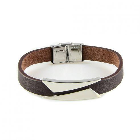 Bracelet pour homme composé d'une lanière de cuir marron et de deux élégantes plaques en acier inoxydable.