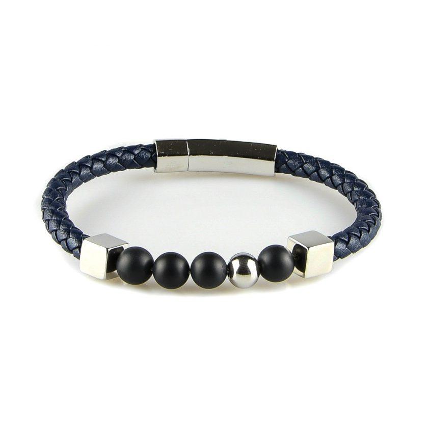 Bracelet pour homme en cuir bleu tressé avec trois perles d'onyx, une perle d'acier et deux élégants cubes d'acier.