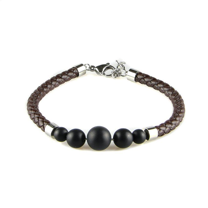 Bracelet pour homme en cuir marron tressé et avec cinq perles d'onyx mate noir.