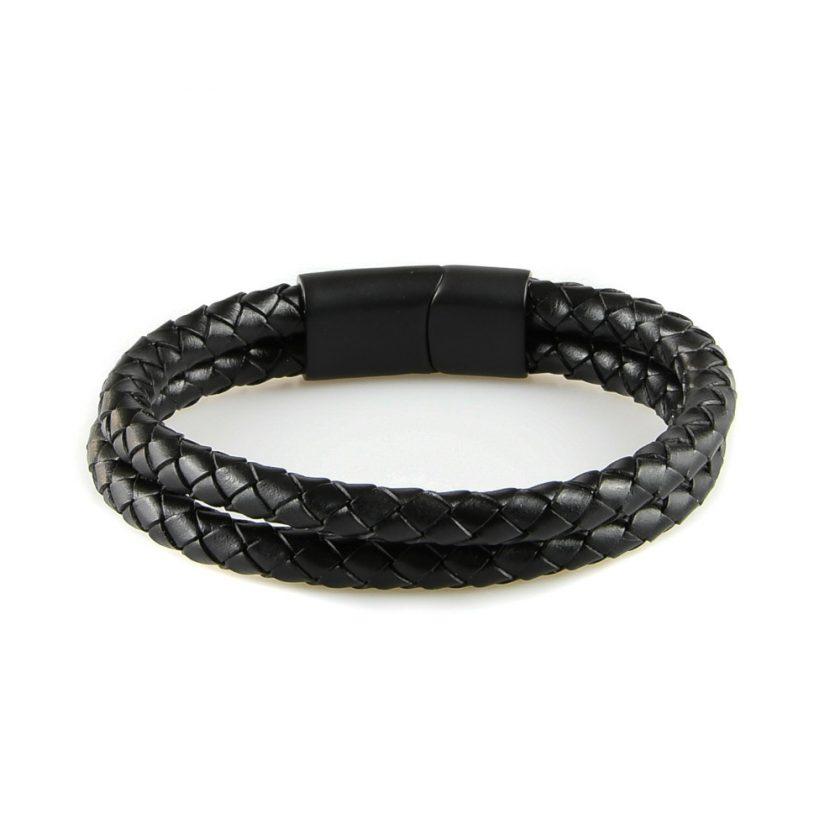 Bracelet pour homme composé de deux lanières de cuir noir tressé.