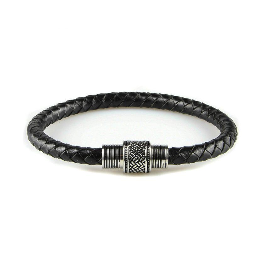 Bracelet pour homme en cuir tressé noir.