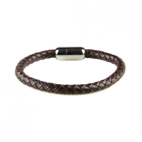 Bracelet pour homme en cuir tressé marron foncé.