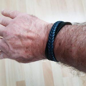 Bracelet de cuir bleu tressé et noir lisse
