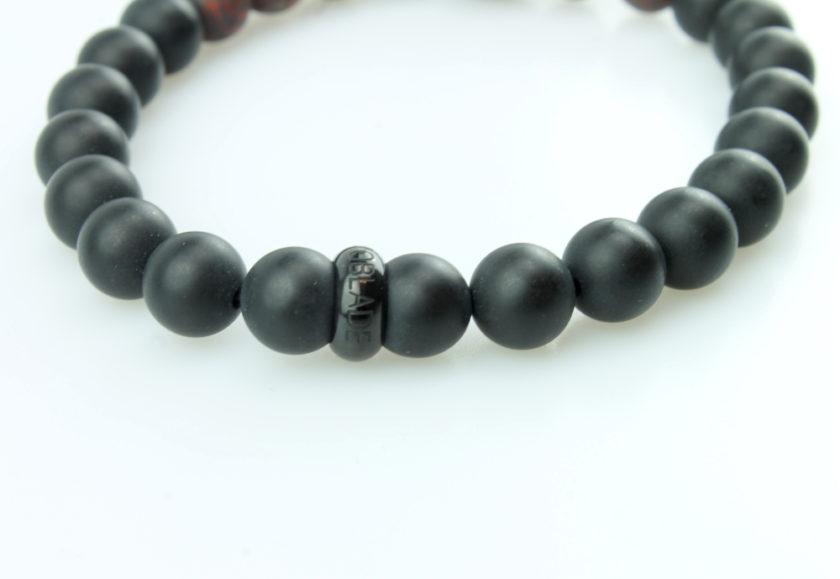 Bracelet pour homme composé d'une élégante tête de léopard noire, de perles d'agate noires et de pierres rutile naturelles.