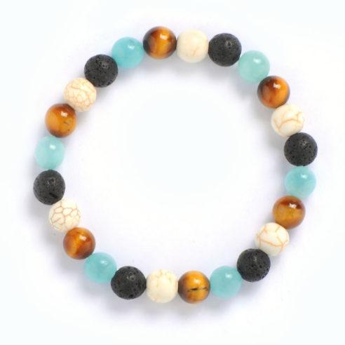 Bracelet pour homme constitué de plusieurs perles : œil de tigre, howlite et pierre de lave naturelles.