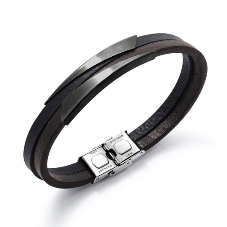 Bracelet pour homme avec deux lanières de cuir lisse noir et marron.