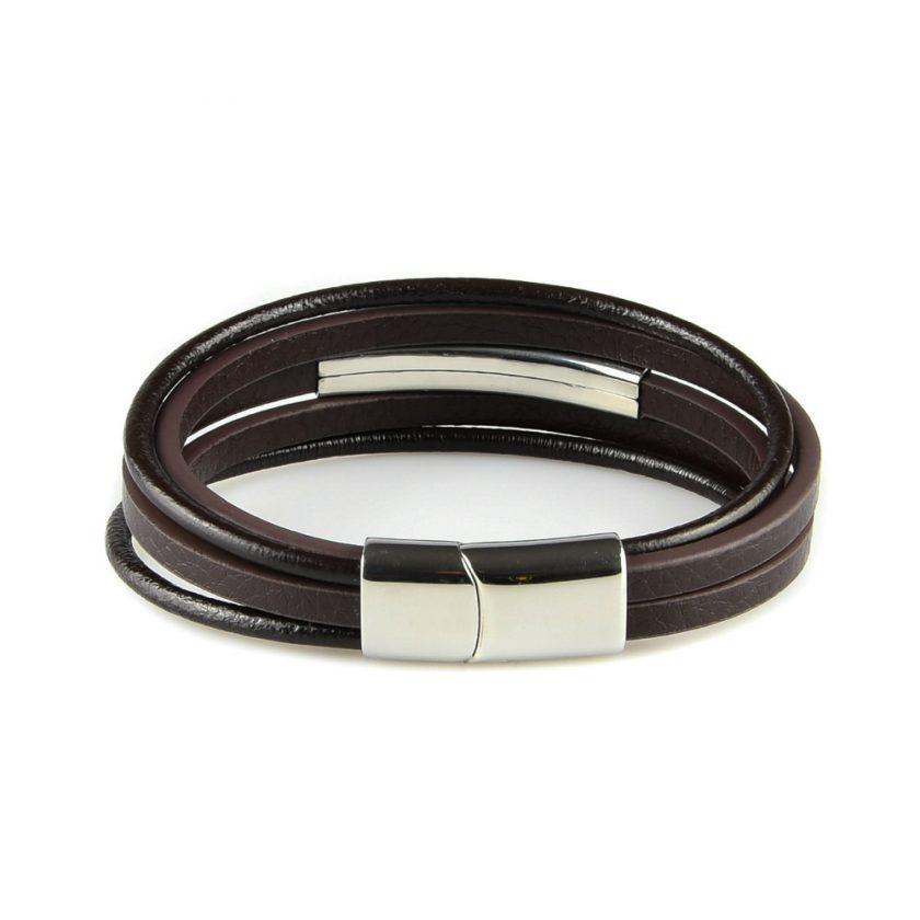 Bracelet pour homme composé de cinq lanières de cuir marron lisse et d'une pièce en acier inoxydable.