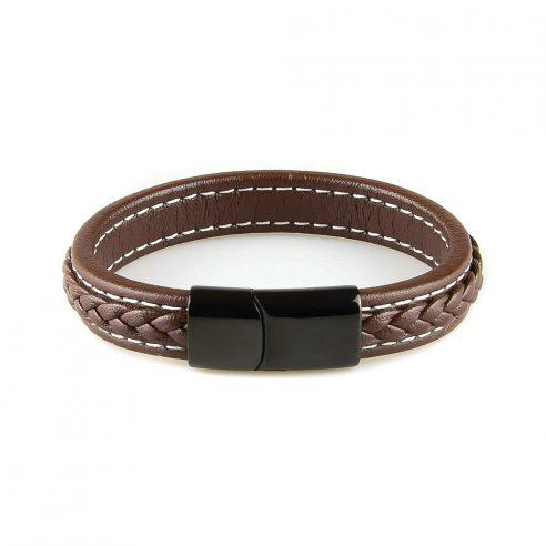 Très élégant bracelet en cuir tressé marron pour homme avec des coutures blanches.