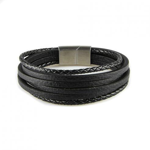 Bracelet pour homme composé de quatre lanières de cuir noir lisse et de deux lanières de cuir noir tressé.