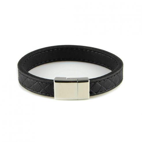 Bracelet pour homme composé d'une lanière de cuir noir avec des élégants motifs géométriques.