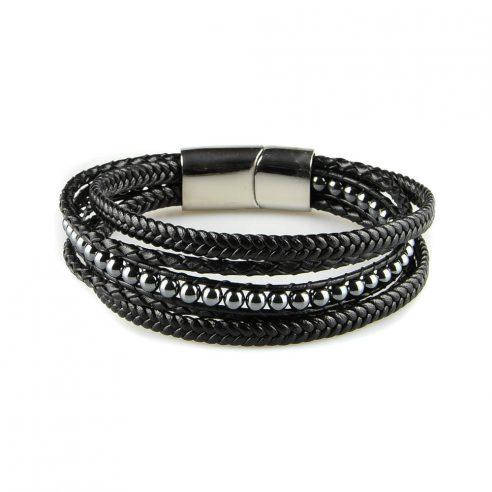 Bracelet pour homme composé de plusieurs lanières de cuir noir lisse et tressé, et de pierres d'hématites.