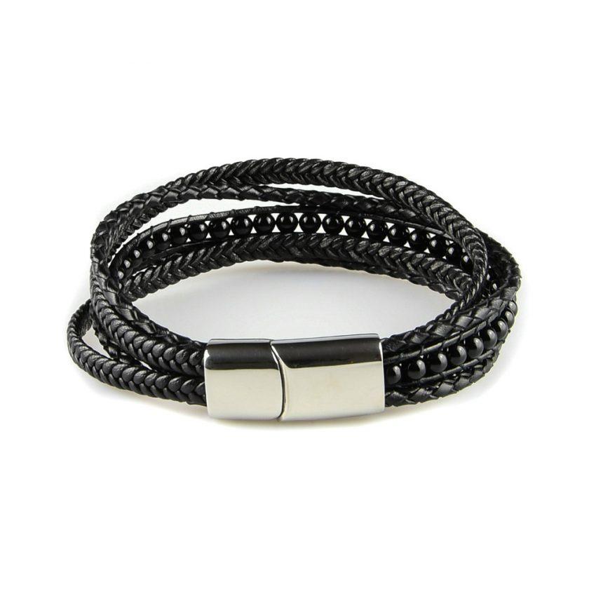 Bracelet pour homme composé de plusieurs lanières de cuir noir lisse et tressé, et de pierres d'onyx.