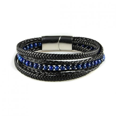 Bracelet pour homme composé de plusieurs lanières de cuir noir lisse et tressé, et de pierres de lapis lazuli.