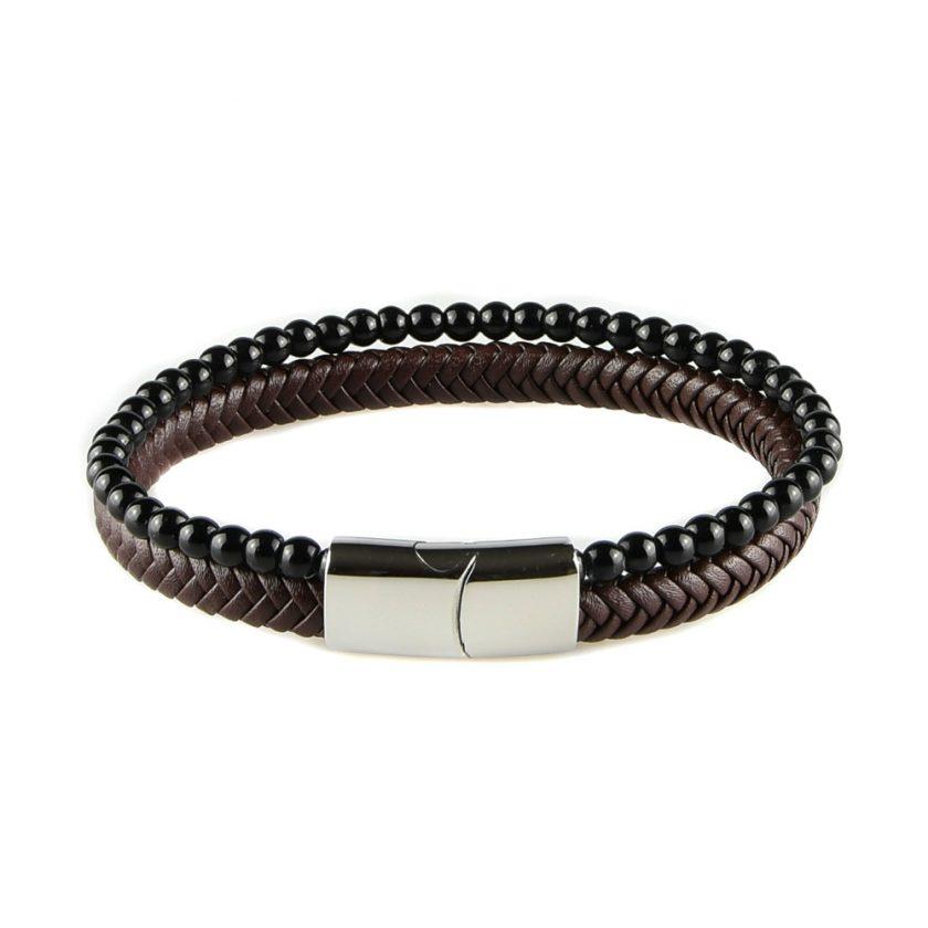 Bracelet pour homme composé d'une lanière de cuir tressé marron et de pierres d'onyx.